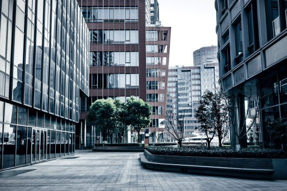 Quiet outside of business high-rise building